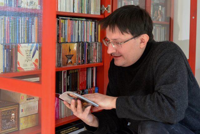 Robert Rytina s cédéčky | foto: Petr Veber,  Český rozhlas