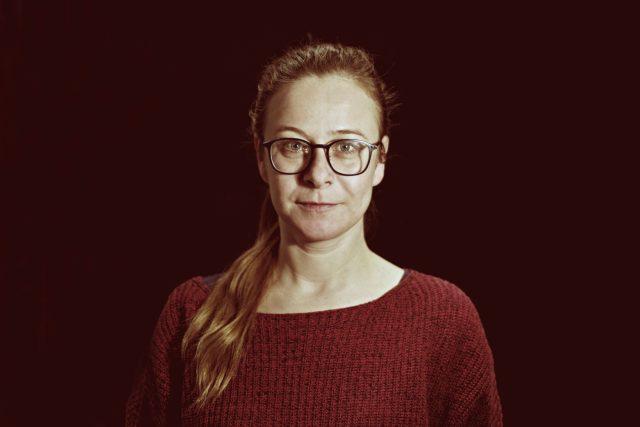 Petra Špalková při natáčení hry Širší než nebe