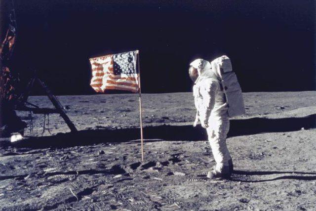 Apollo 11 na Měsíci
