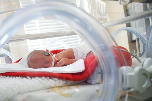 Nové resuscitační vyhřívané lůžko pro novorozence