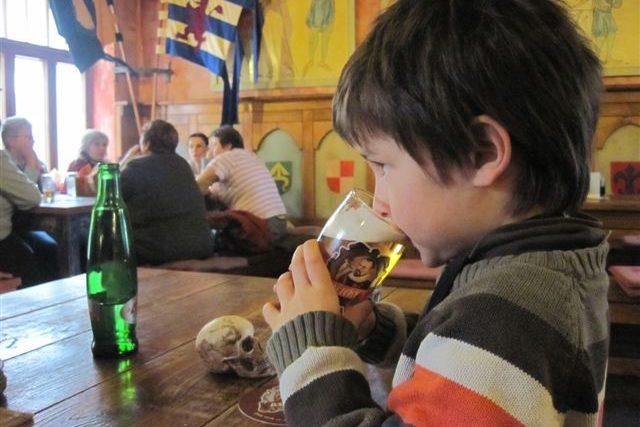Alkoholismus a děti (ilustr.obr.)
