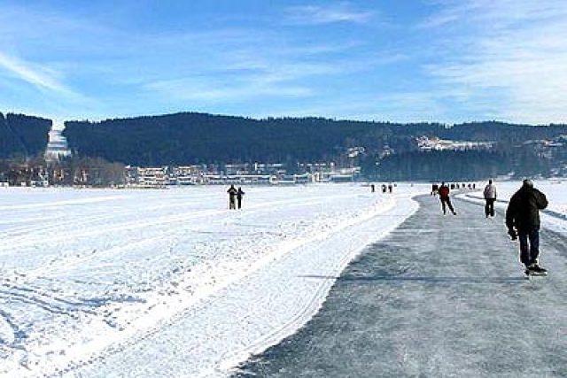 Bruslařská dráha na zamrzlé přehradě Lipno | foto: Lipno Servis,   s. r. o.