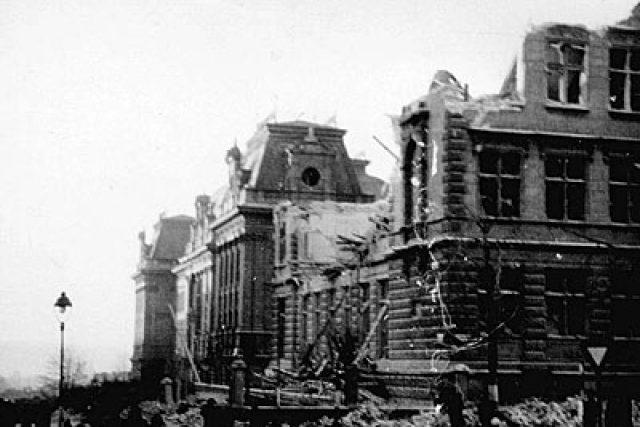 Domy po zásahu amerických bomb