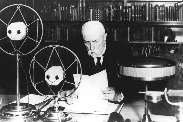 První československý prezident T. G. Masaryk promluvil v roce 1932 k americkým posluchačům. | foto:  Archiv ČRo