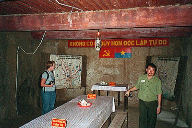 Velitelská místnost v tunelech Cu Chi