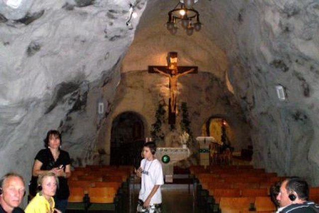 Hlavní sál skalního kostela