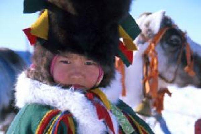 Něnecké dítě v tradičním oděvu