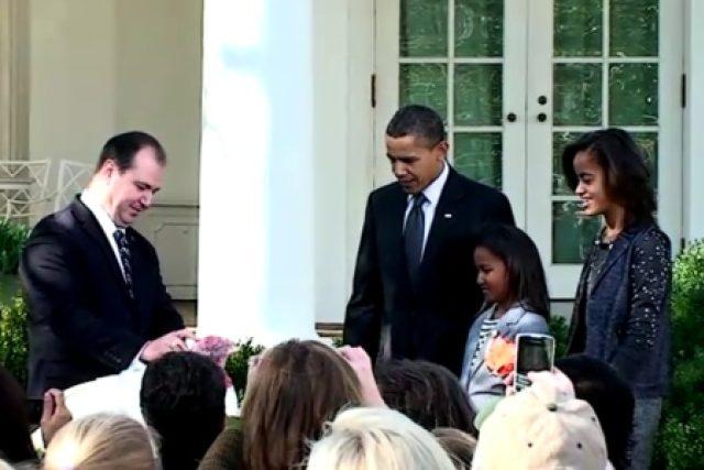 Prezident Barack Obama uděluje milost dvěma krocanům u příležitosti oslav Dne díkuvzdání
