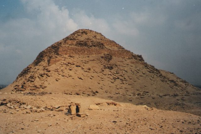 Abúsír - Neferirkarevova pyramida,  kterou objevili čeští egyptologové | foto: Jaroslav Beránek