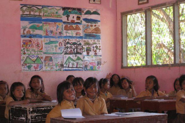 Indonéské děti v ZŠ Ngolang