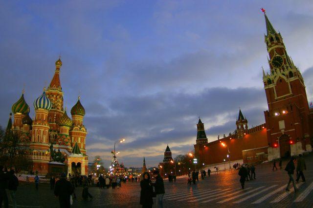 Většina návštěvníků pozná především turistickou tvář Moskvy. Její obyvatelé ji však vidí nezkresleně