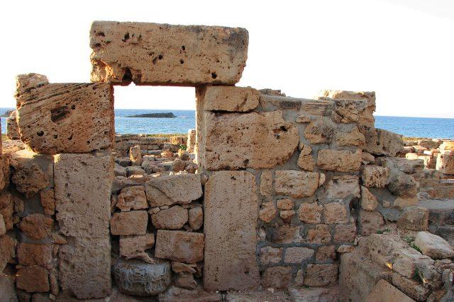 Na cestě za římskými vykopávkami na libyjském pobřeží se neobejdete bez tištěného průvodce
