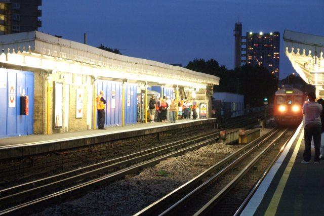 Dělníci a opraváři pečují o londýnské metro s láskou | foto:  Fimb,   CC BY 2.0
