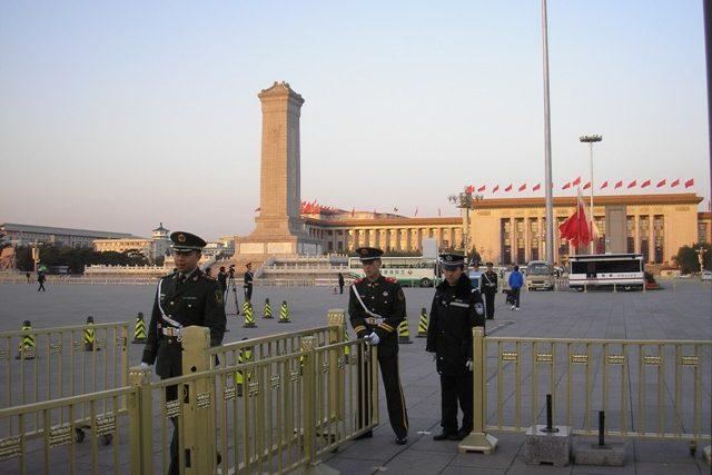 Náměstí nebeského klidu v Pekingu. Bezpečnostní opatření během sjezdu čínských komunistů