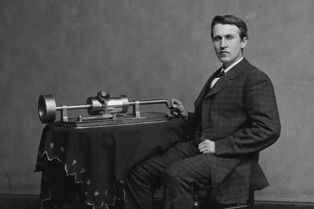 Thomas Alva Edison a jeho fonograf (1878)
