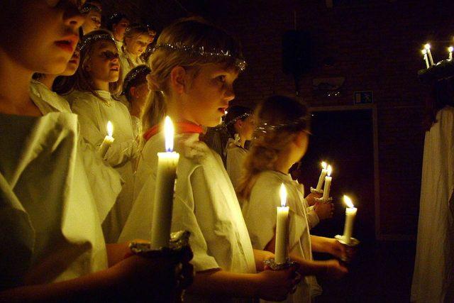 Vánoce, kostel, zpívání, svíčka
