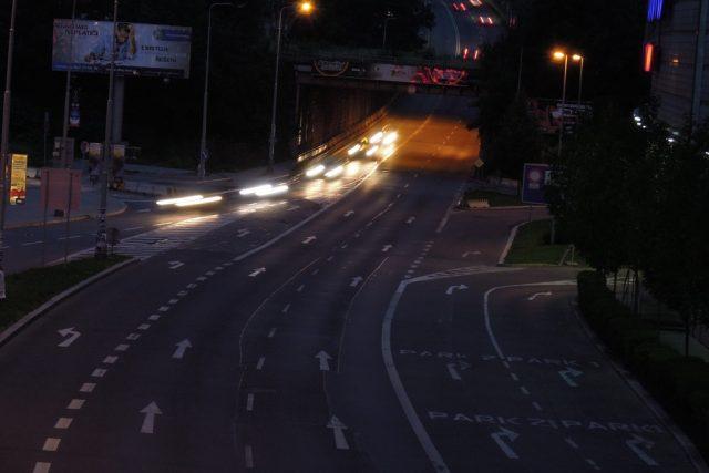 Noční silnice (ilustr. foto)