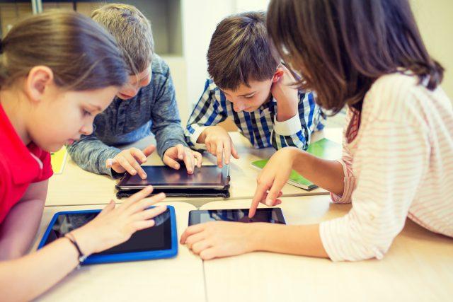 Děti,  tablety  (ilustrační foto)   foto: Shutterstock