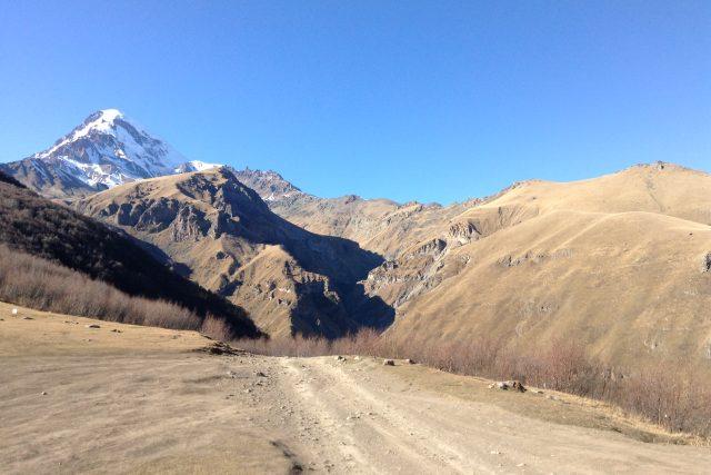 Výhled na 5300 metrů vysokou horu Kazbek | foto: Martin Dorazín,  Český rozhlas