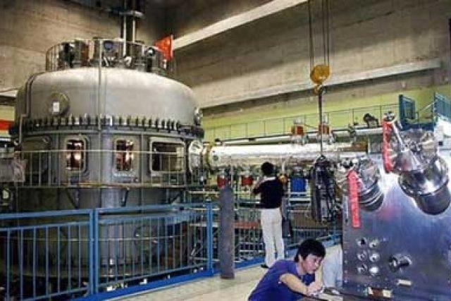 EAST - čínský experimentální pokročilý supravodivý tokamak