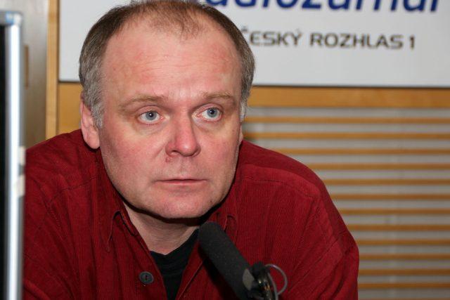 Známý herec Igor Bareš odpovídal ve studiu Radiožurnálu | foto: Šárka Ševčíková,  Český rozhlas