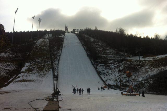 Mamutí můstek v Harrachově 16 dní před mistrovstvím světa v letech na lyžích