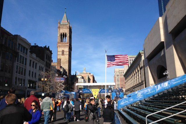 Cílová rovinka bostonského maratonu, kde loni vybuchly bomby