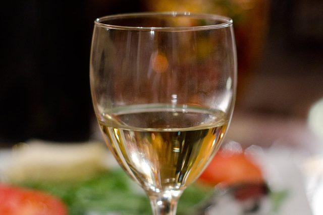 sklenka vína - víno | foto: Fotobanka stock.xchng