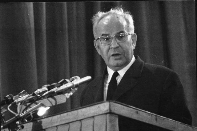 Období,  kdy stál v čele státu Gustáv Husák,  bylo také obdobím postupného ekonomického propadu státu | foto: Archivní a programové fondy Českého rozhlasu