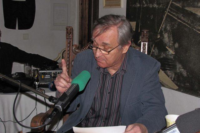 Markovič také přečetl jeden z mnoha svých fejetonů. Čeština mu nedělá problém, přestože pochází ze Slovenska