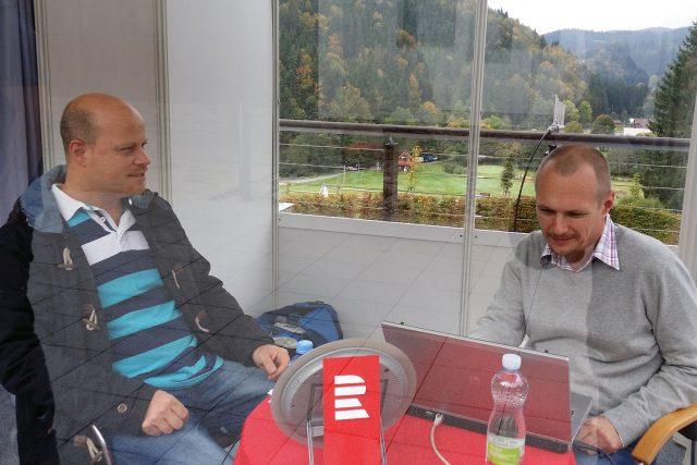 Šéfkuchař Roman Paulus s moderátorem Petrem Králem ve stánku Radiožurnálu na Karlovském gastrofestivalu