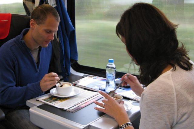 Strávníci ve vlaku | foto: Petr Kološ,  Český rozhlas,  Český rozhlas