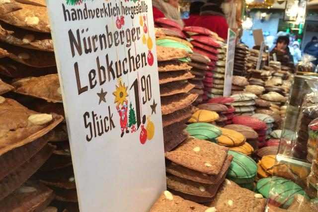 Není nejstarší, ale v Německu je dost možná nejznámější. Na vánoční trh jezdí do Norimberku každoročně skoro tři miliony lidí