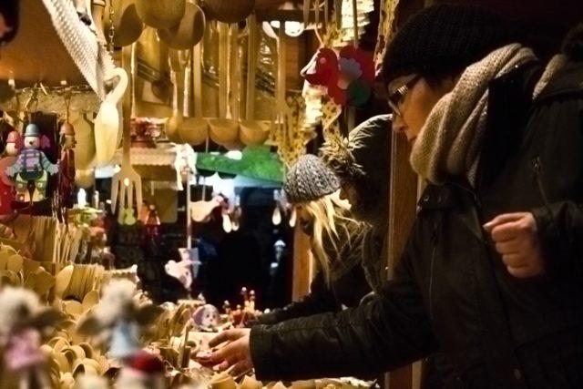 Předvánoční obchody se mají v Krakově čile k světu