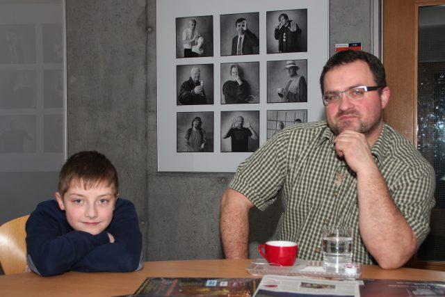 Lesník Marek Šuba zavítal do studia Radiožurnálu i se svým synem