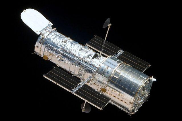 Hubbleův vesmírný dalekohled z raketoplánu Atlantis během páté servisní mise (STS-125) v roce 2009