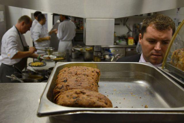 Do Belo Horizonte přijel šéfkuchař Pavel Sapík a provozní ředitel Terasy U Zlaté studny Michal Motyčka. I chléb upekli. Český kmín si museli přivézt