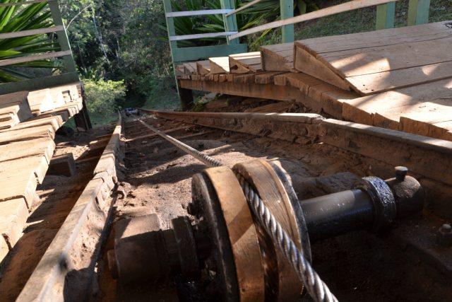 Ocelové lano se musí pravidelně měnit. Stroj ale slouží už mnoho desítek let