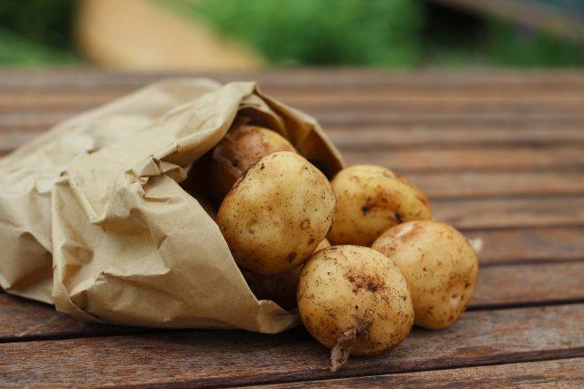 Brambory, zelenina, potraviny (ilustrační foto)