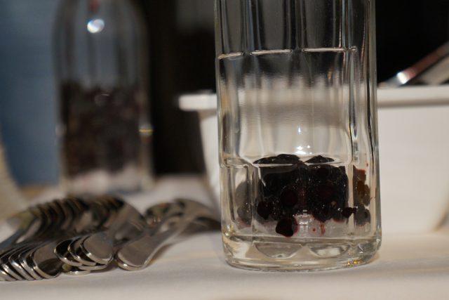 Pro rakouské Alpy jsou typické ovocné nebo bylinkové likéry. Nejtypičtější je Zirbenschnaps, vyrábí se ze šišek alpské borovice zvané limba