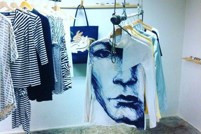 Interiér liberecké galerie Refabric