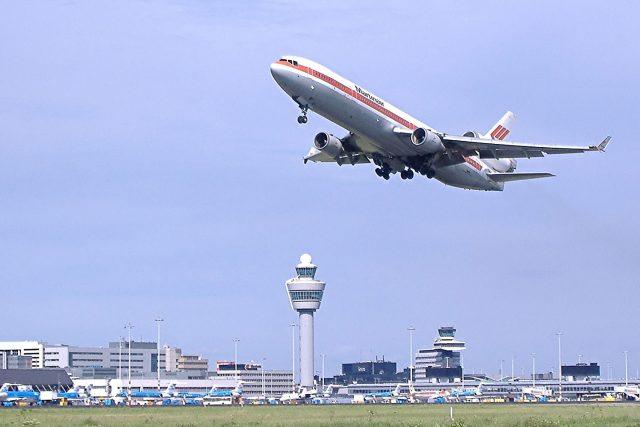 Globální cestování se na celkovém znečištění oxidem uhličitým podílí až 8 %.