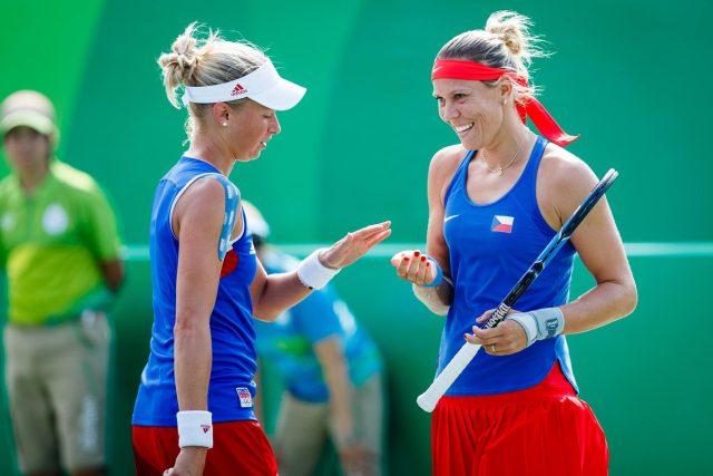 Lucie Hradecká  (vpravo) s Andreou Hlaváčkovou na olympijském turnaji v Riu 2016   foto: Český olympijský výbor  (5235372)