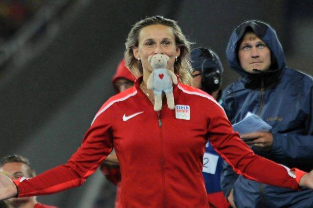 Barbora Špotáková a plyšák Pída