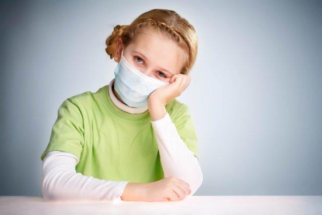 Podzimní viróza,  nebo covid-19? Do školy dítě radši neposílejte ani v jednom případě,  radí lékaři    foto:  Freepik