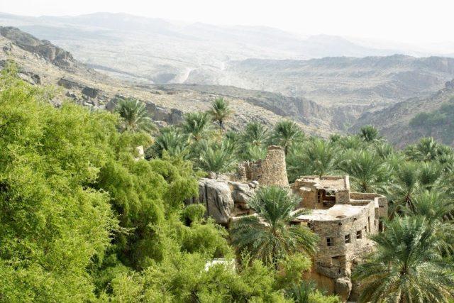 Vesnice Misfát al-Abríjín leží mezi palmovými sady, slyšet je jen zurčící voda a ptáci