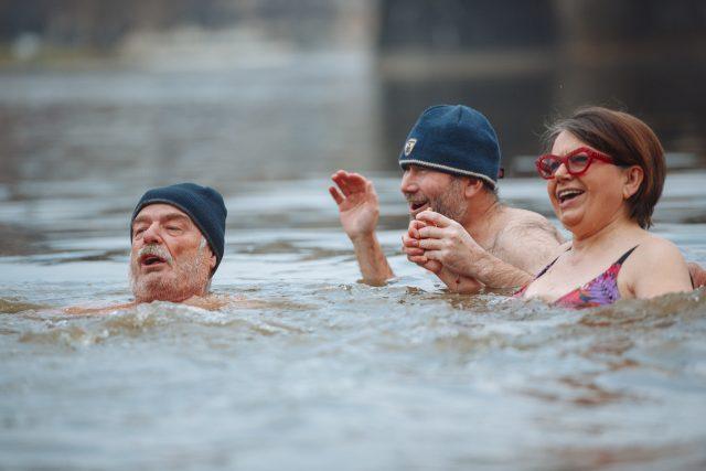 """""""Voda je báječná, je jako drobné jehličky,"""" popisovala vodu herečka Zuzana Kronerová."""