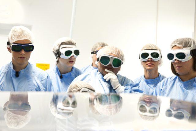Laserové centrum v Dolních Břežanech u Prahy pomůže vědcům ve výzkumu kosmu i v boji s rakovinou