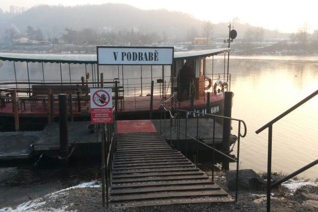 Přívoz v pražské Podbabě funguje i v mrazech. | foto: Radek Duchoň,  Český rozhlas