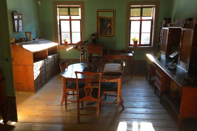 Pracovna Johanna Wolfganga Goetha v jeho domě ve Výmaru. Vybavení je původní